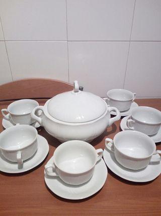 Sopera Alegro y seis tazas con su plato.