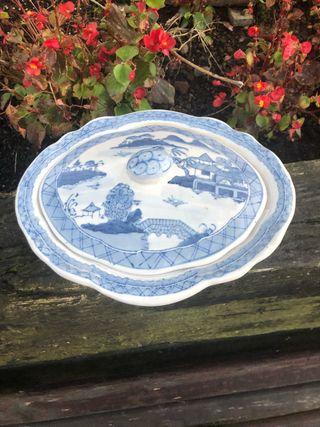 Sopera baja china azul y blanco