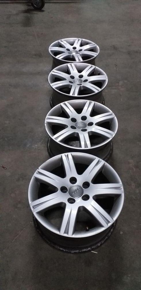 se vende 4 llantas de Audi en 16 pulgadas