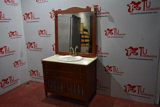 Mueble de baño con espejo y focos