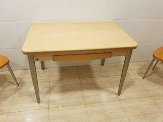 Conjunto mesa y dos sillas Cancio