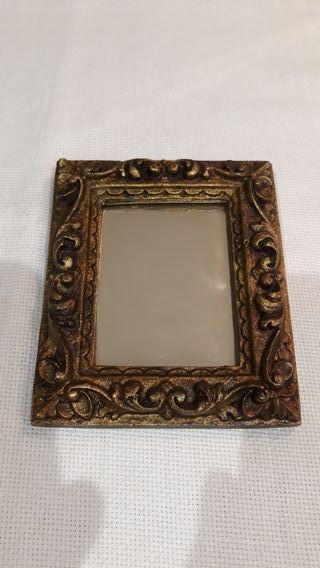 pequeño antiguo espejo