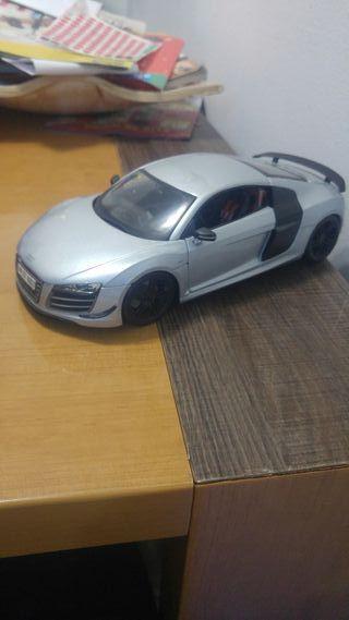 Audi R8 Gt. Maisto 1/18. Llantas pintadas en negro