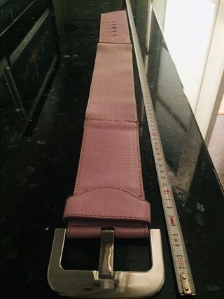 Cinturón rosa de charol con elástico