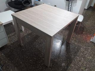 Mesa color roble para comedor o cocina extensible