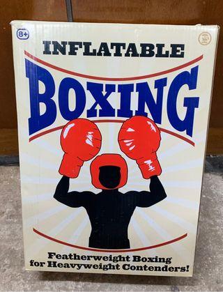 Juego hinchable de boxeo.