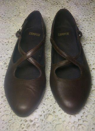 Zapatos merceditas Camper marrón chocolate Nº 36 de segunda