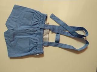 pantalón corto con tirantes