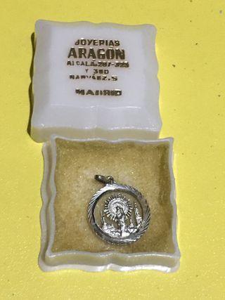 Medalla antigua religiosa de plata con cajita