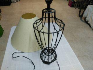 Lámpara sobre mesa