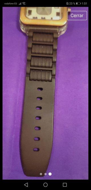 Tous reloj con correa de goma en color chocolate