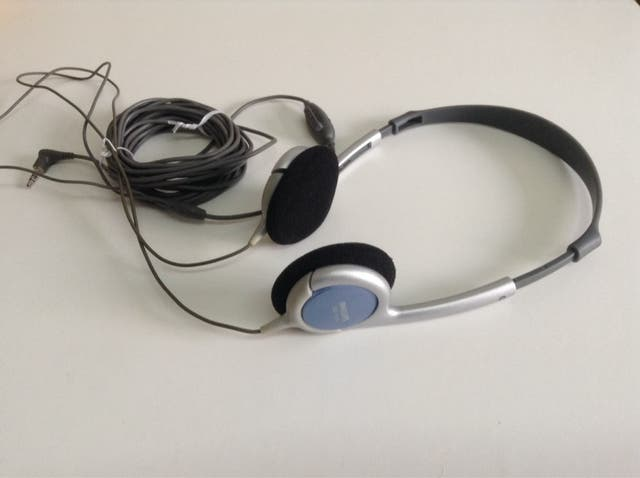 Auriculares PHILLIPS ligeros cable 6 METROS.