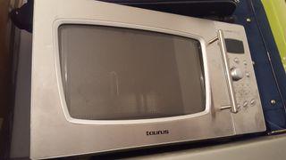 Microondas digital con grill.