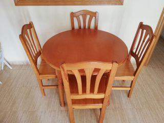 Conjunto comedor. Mesa y sillas.