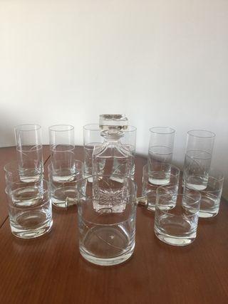 Conjunto de vasos, licorera y cubitera