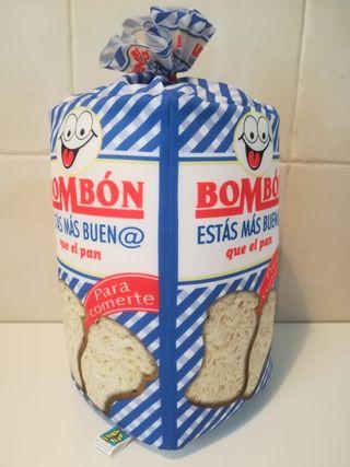 Cojin forma de pan de molde.