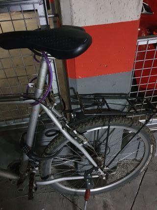 Bicicleta BTT con marchas