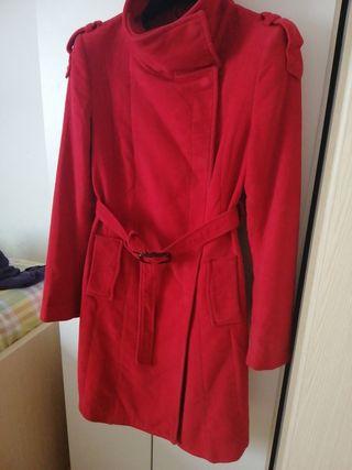 Abrigo rojo Mango