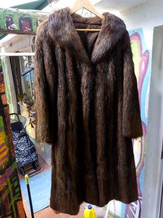 abrigo Nutria en perfecto estado talla grande