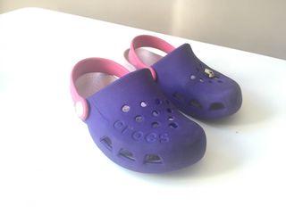 Zuecos Crocs niña talla C10 color morado