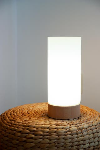 Lámpara de mesa NUEVA, madera maciza natural