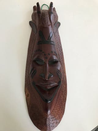 Máscara Africana de Madera de Palo Rosa