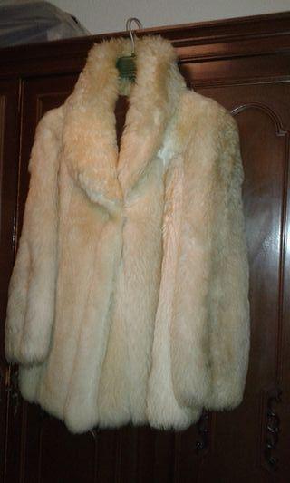 2 abrigos ; 1 piel por determinar y El Otro mouton