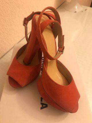 Zapatos piel rosas Bimba y Lola. N36