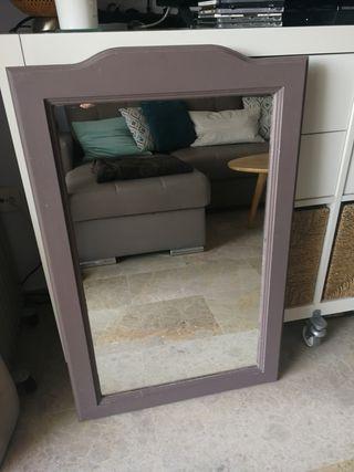 Espejo marrón de madera