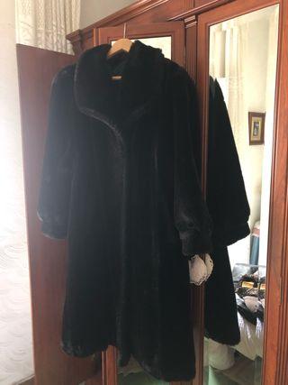 Abrigo Mouton negro.