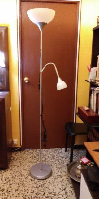 Lámpara de pie de dos luces