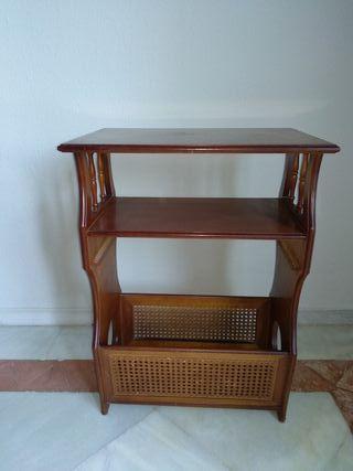 Mueble revistero de madera
