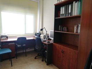 Despacho, mueble archivador y sillas