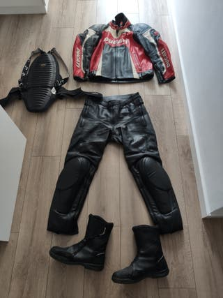 Equipo de moto. Mono dos piezas