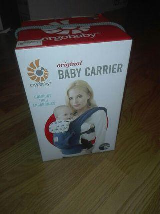 mochila+cojin reductor carga bebe marca ergobaby