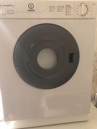 Secadora INDESIT 4 kilos casi nueva