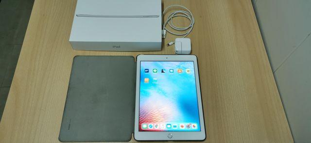 iPad 2018 +funda +auriculares