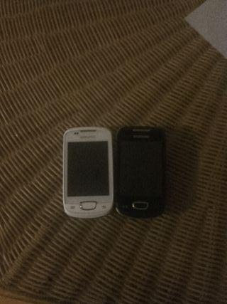 dos teléfonos Samsung mini