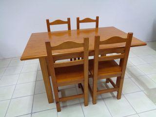 Mesa y 4 sillas rústicas
