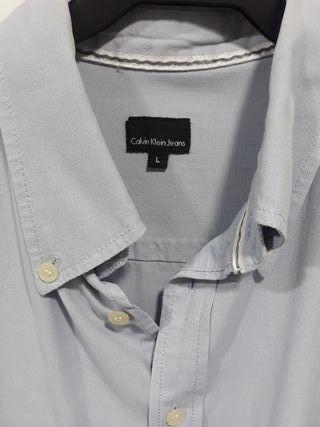 Camisa Calvin Klein Jeans. talla L . Color Oxford.