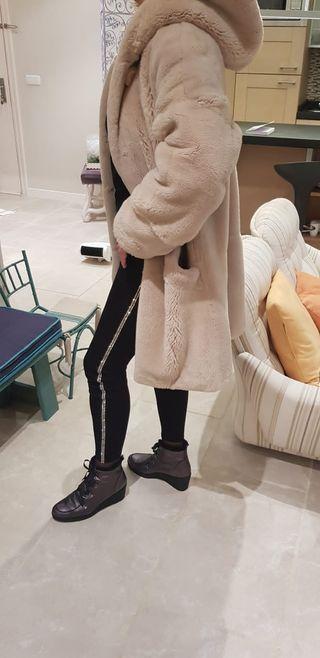 abrigo piel de nutria rosada