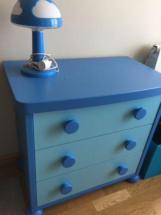 Cómoda IKEA MAMMUT para habitación de niño