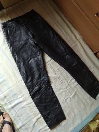 Pantalónes de piel