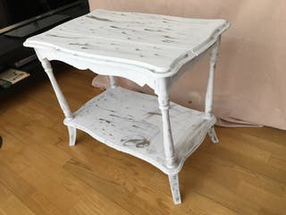 Mesa lacada en blanco