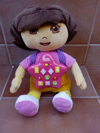 Peluche interactivo Dora Exploradora.