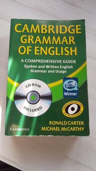 Libro de gramática inglesa de Cambridge.