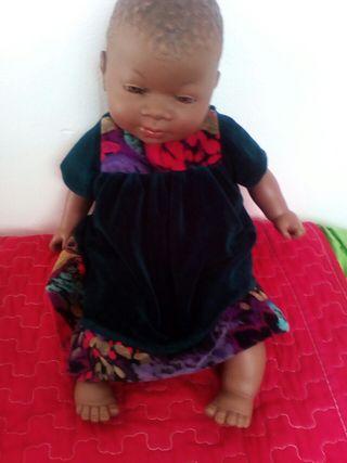 muñeca negrita que habla y ríe si lo hace cosquil