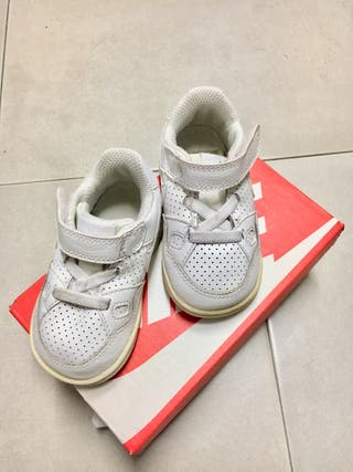 Zapatillas Nike niños de segunda mano en A Coruña en WALLAPOP