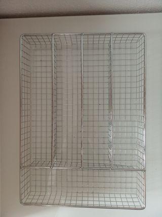 Cubertero metálico