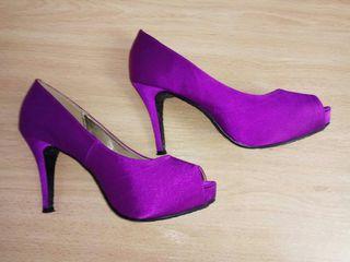 Zapatos de tacón de fiesta morados fucsia
